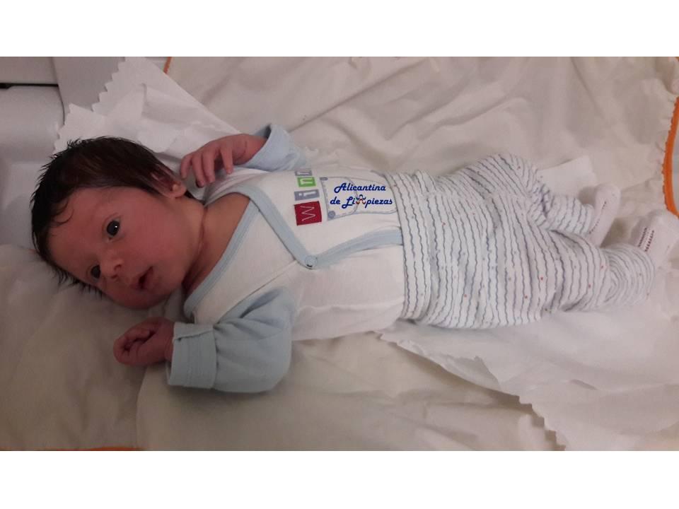 Limpieza y Cuidados de un Bebé recién nacido mantenimientos salud hogar padre madre paternidad maternidad consejos